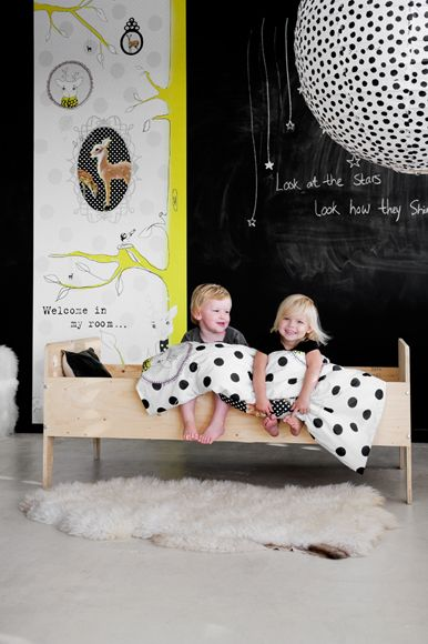 ecrire sur les murs leo le pirate. Black Bedroom Furniture Sets. Home Design Ideas