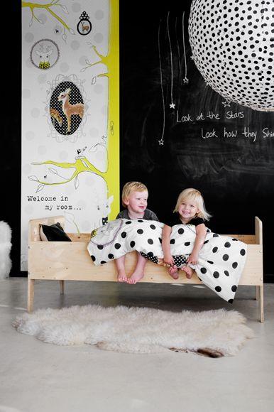 ecrire sur les murs leo le pirate. Black Bedroom Furniture Sets. Home Design Ideas
