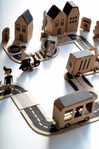 diy recycler le carton leo le pirate. Black Bedroom Furniture Sets. Home Design Ideas